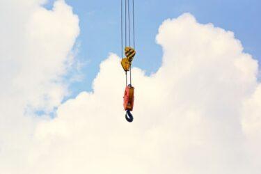 玉掛けや高所作業車など造園業であると役立つ機械運転に関わる免許3選!